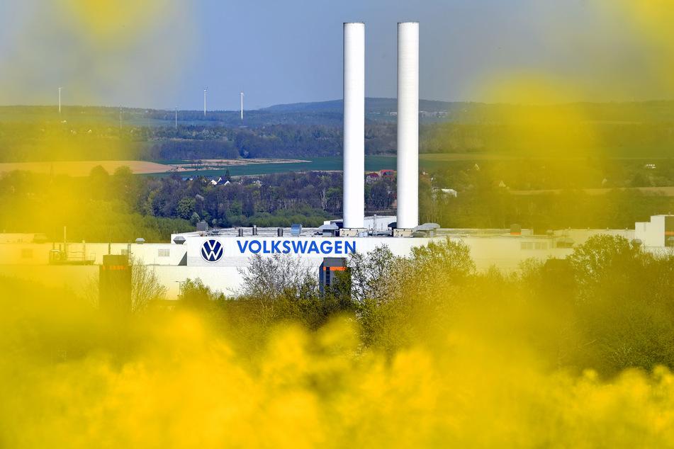 Nach mehr als sechs Millionen produzierten Autos rollt in Zwickau bei VW das letzte Fahrzeug mit Verbrennungsmotor vom Band