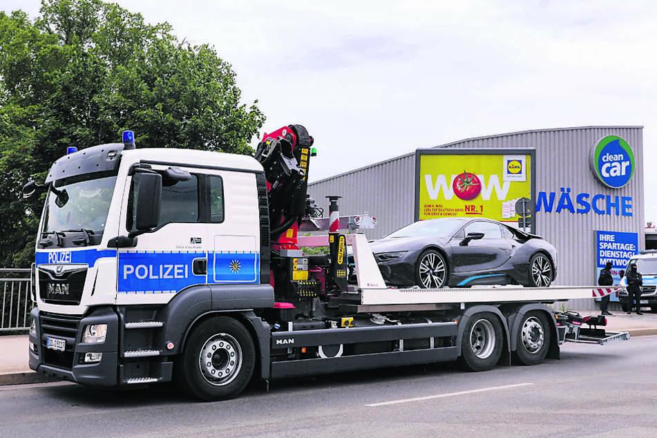 Zahlreiche Autos, wie dieser BMW eDrive, wurden sichergestellt.