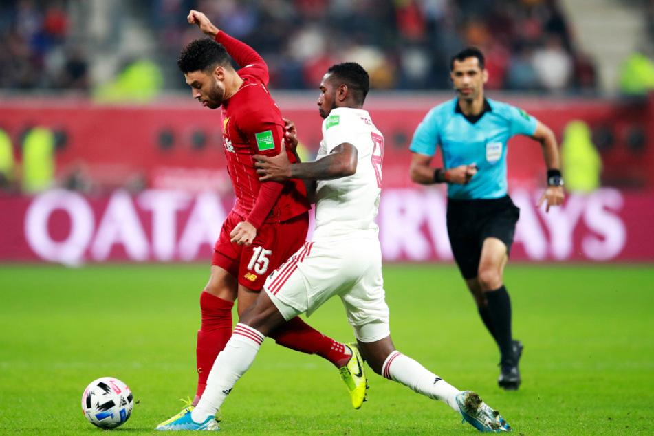 Gerson (vorne-rechts) entwickelte sich beim südamerikanischen Champions-League-Sieger Flamengo Rio de Janeiro auf Anhieb zum Leistungsträger. Hier duelliert er sich im Klub-WM-Finale mit Liverpools Alex Oxlaide-Chamberlain.