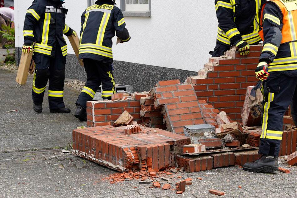 Die Steinmauer wurde bei dem Crash in Eschborn zertrümmert, wie dieses Foto zeigt.