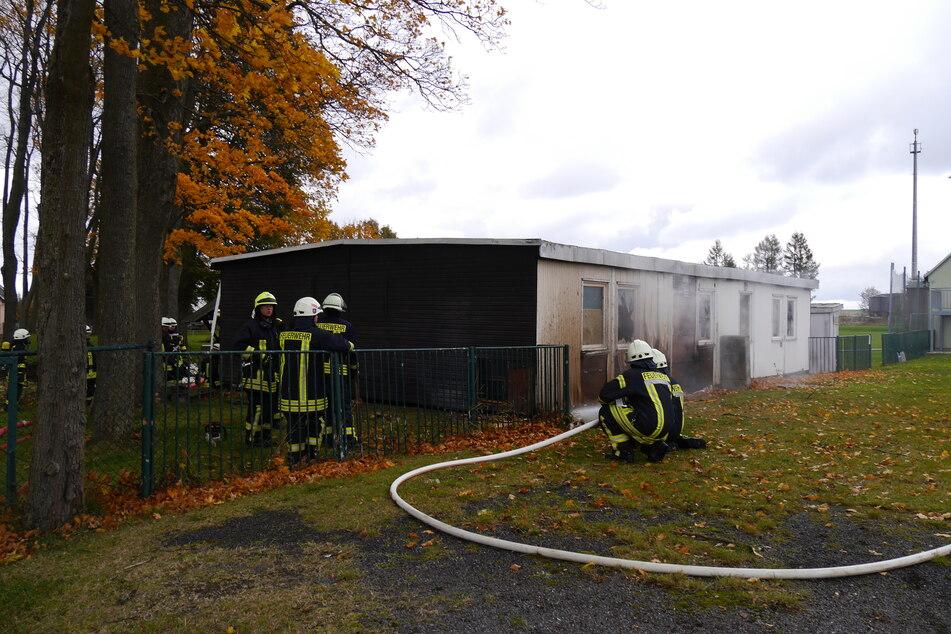 Chemnitz: Mittelsachsen: Flammen in Anbau von Sportlerheim