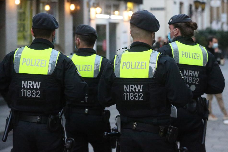 Die Gesamtzahl der Polizeibeamten soll nach Angaben des NRW-Innenministeriums bis 2024 voraussichtlich von derzeit rund 40.000 auf mehr als 41.000 steigen.