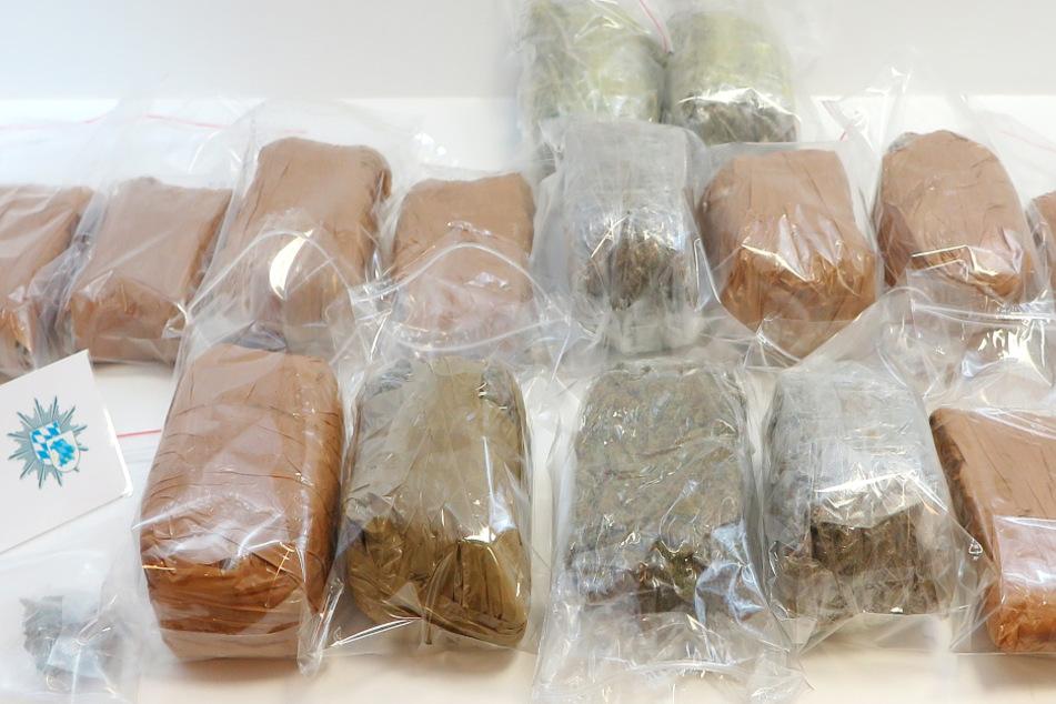 Grenzpolizei hat richtigen Riecher: Päckchen bringen Autofahrer in Schwierigkeiten