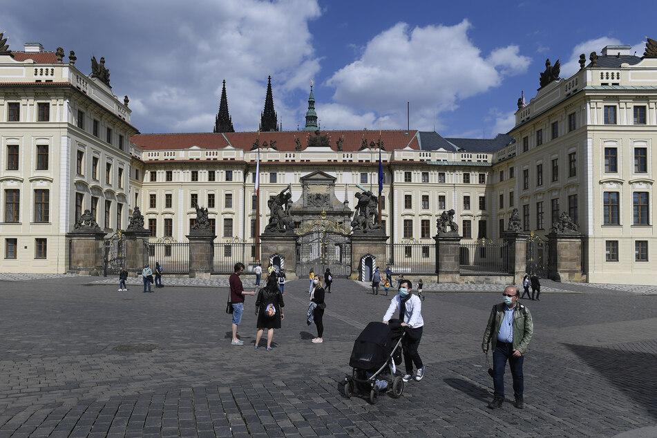 Mal wieder Tschechiens schöne Hauptstadt sehen und den Hradčany-Platz besuchen, das könnte künftig schneller möglich sein.