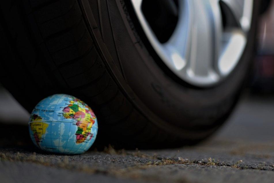 Durch höhere Tankpreise sollen die Bürger dazu bewegt werden sich umweltschonendere Autos zuzulegen.