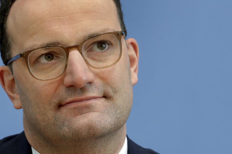 Jens Spahn (CDU), Bundesgesundheitsminister, ist positiv auf das Coronavirus getestet worden und arbeitet daher derzeit zu Hause.