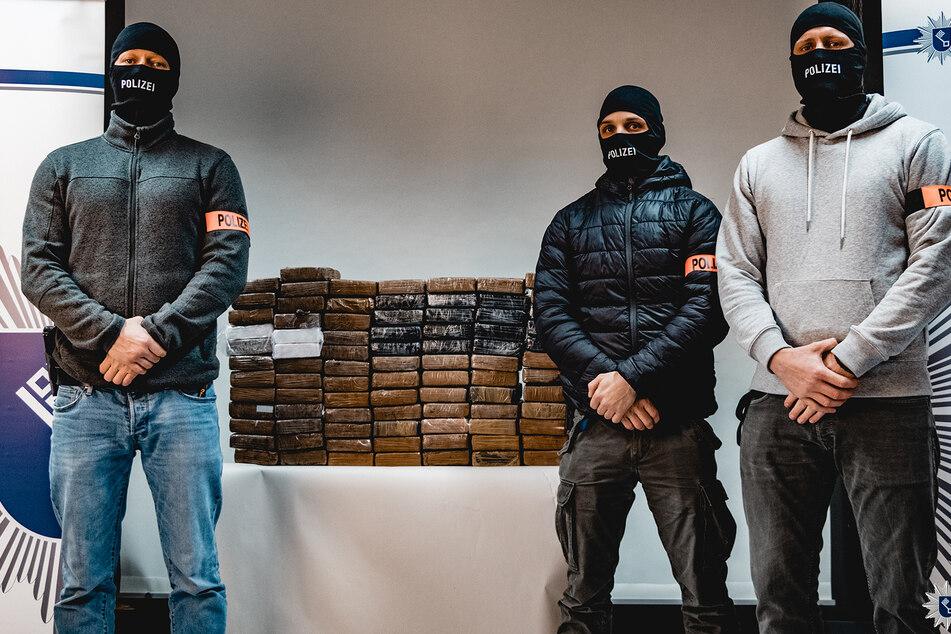 Das von der Bremer Polizei veröffentlichte Foto zeigt 85 Kilogramm Kokain, die bei einer Wohnungsdurchsuchung beschlagnahmt wurden.