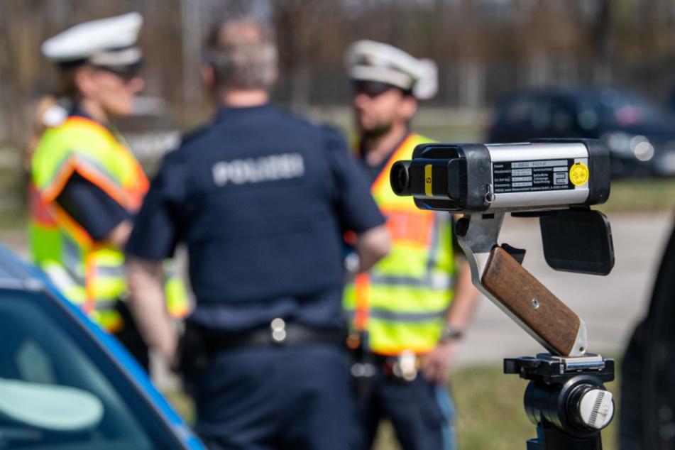 Lamborghini rast auf Landstraße an Polizei vorbei: Lasermessung schockiert!
