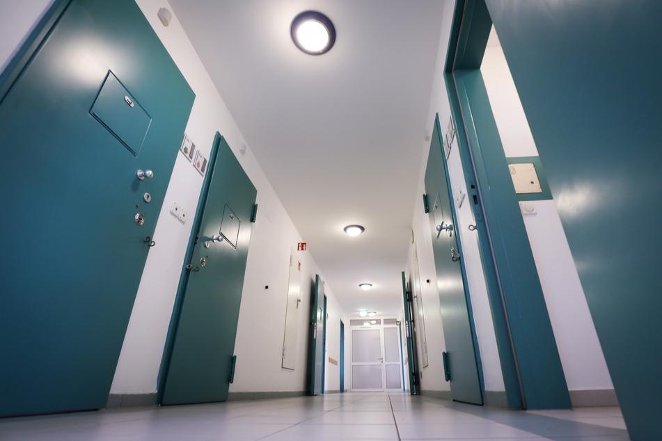 Die Zahl junger Menschen im Jugendarrest in Sachsen-Anhalt ist zurückgegangen. (Symbolbild)