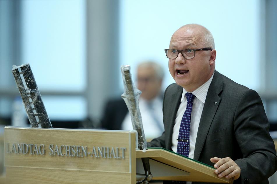 Fraktionschef Oliver Kirchner (54, AfD) bei der Debatte im Magdeburger Landtag.