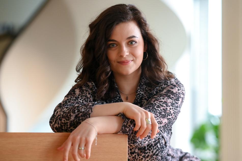 """Ronja Forcher spielt bei """"Der Bergdoktor"""" die Tochter von Protagonist Martin Gruber (gespielt von Hans Sigl)."""