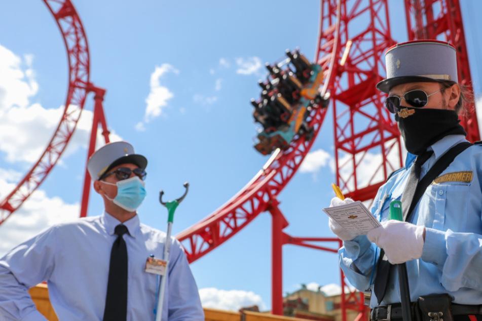 Schausteller verweisen darauf, dass es im Freizeitpark Belantis ohne Maske nicht geht.