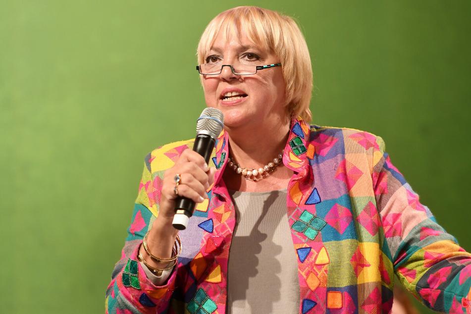 Zu den Opfern des Polizisten zählt nach den Ermittlungen auch Bundestagsvizepräsidentin Claudia Roth (66, Grüne).