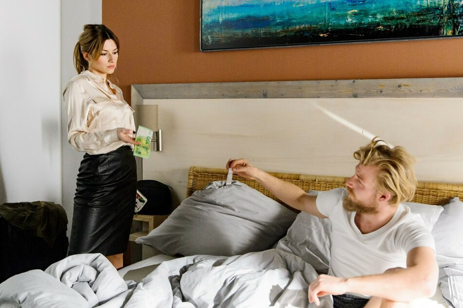 Producerin Klara Westphal kauft von Sternekoch Kai Löwenau nach einer gemeinsamen Nacht Kokain für 200 Euro. Es soll nicht das einzige Geschäft bleiben.