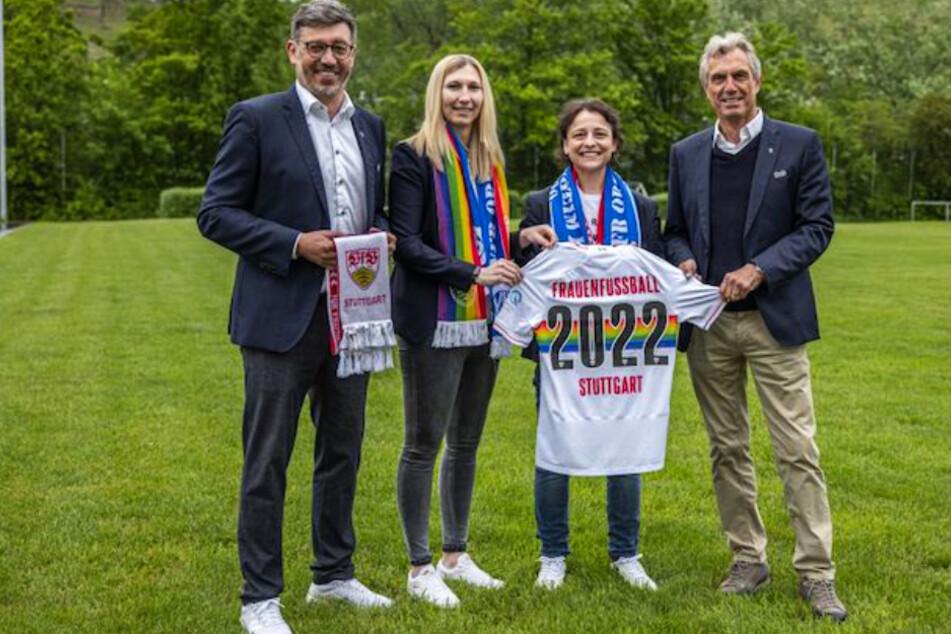 VfB-Präsident Claus Vogt (51), VfB-Vereinsmanagerin Lisa Lang (28), Oriana D'Aleo, die neue Abteilungsleiterin Frauenfußball beim VfB Stuttgart und Präsidiumsmitglied Rainer Adrion (67, v.l.n.r.).