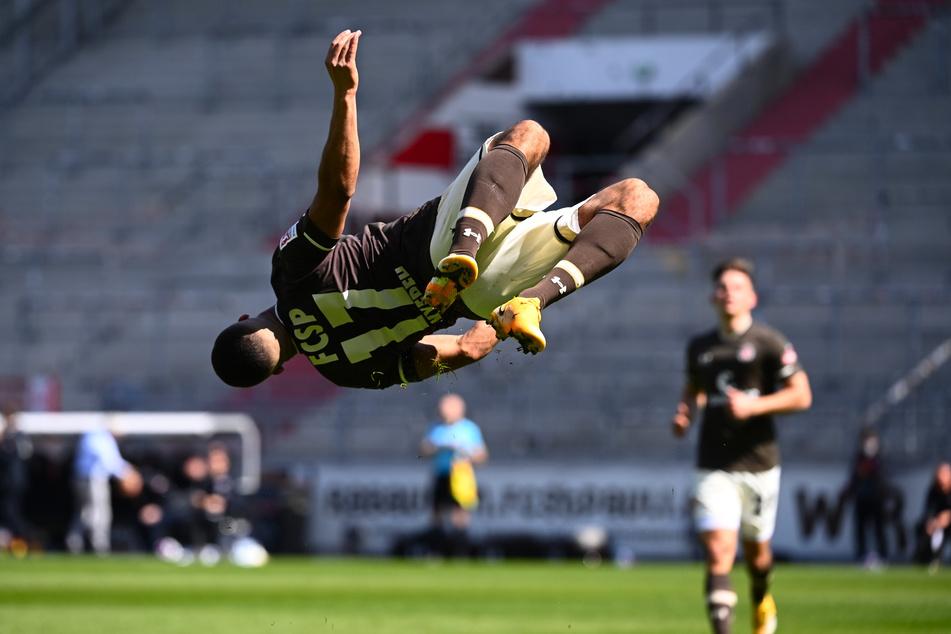 Der FC St. Pauli befindet sich, wie hier Daniel-Kofi Kyereh beim Torjubel, im Höhenflug durch die 2. Bundesliga.