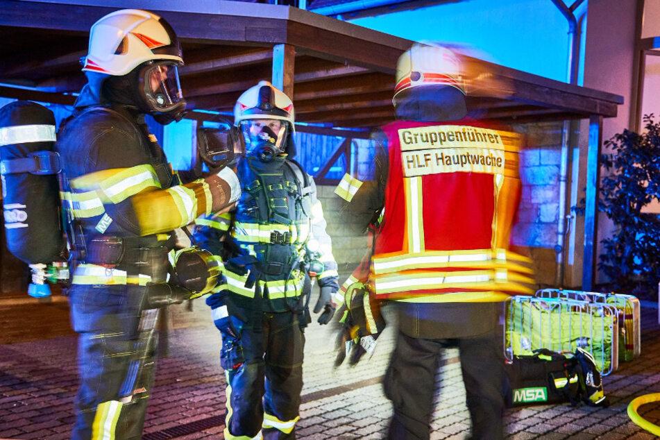 Die Einsatzkräfte waren schnell vor Ort und versuchten den Brand zu löschen.