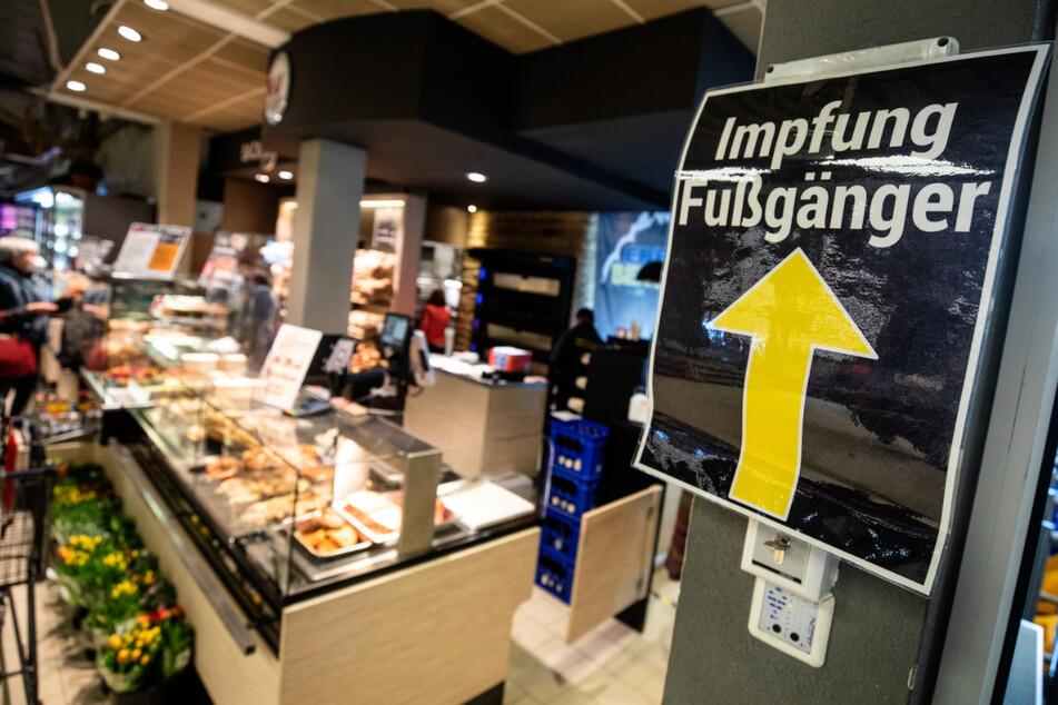 In einem Supermarkt im baden-württembergischen Pforzheim wird bereits geimpft.