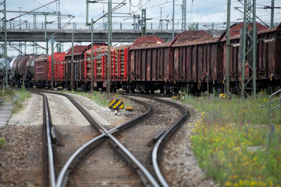 Das Unglück geschah auf dem Gelände des Güterbahnhofs. (Symbolbild)