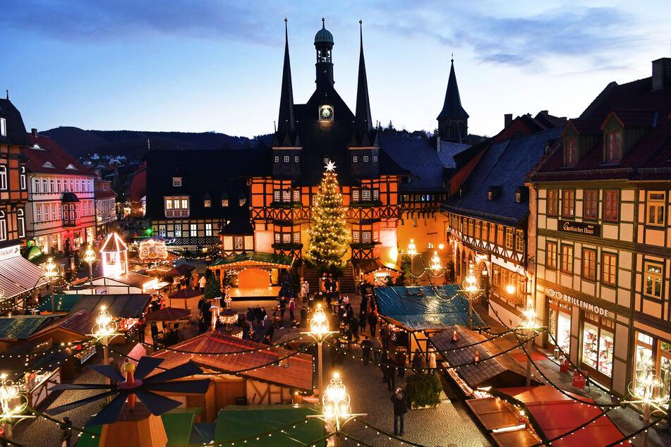 In Wernigerode sind die Planungen und Vorbereitungen für den traditionellen Weihnachtsmarkt bereits in vollem Gange – die Hoffnung, dass er stattfinden kann, ist groß. (Archivbild)