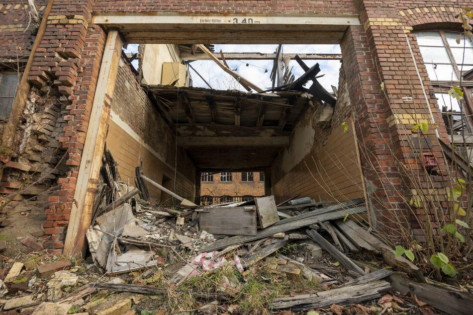 Die früheren Werkhallen der Teppichfabrik sind in einem desolaten Zustand.