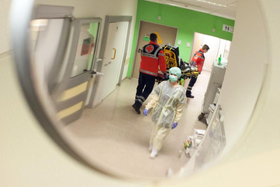 Anstatt sich helfen zu lassen, rastete der 27-Jährige Patient aus. (Symbolbild)