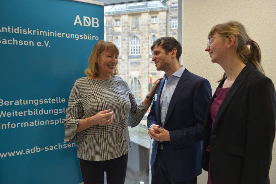 Staatsministerin Petra Köpping (60, SPD) mit den Beratern Jan Diebold (34) und Stefanie Gockel (30) bei der Eröffnung der Regionalstelle des Antidiskriminierungsbüros.