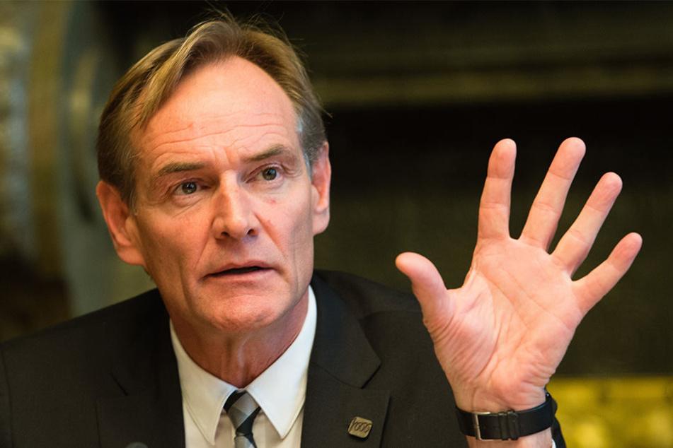 Oberbürgermeister Burkhard Jung ist mit der Warnung der Polizei nicht einverstanden. (Symbolbild)