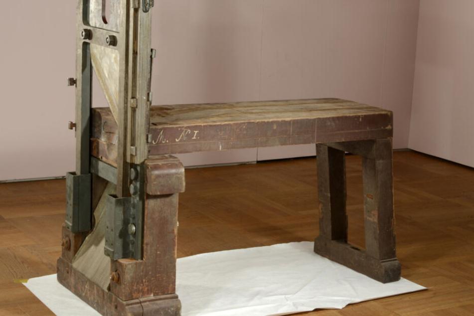 München: Mit dieser Guillotine wurden die Geschwister Hans und Sophie Scholl im Februar 1943 hingerichtet. (Archivbild)