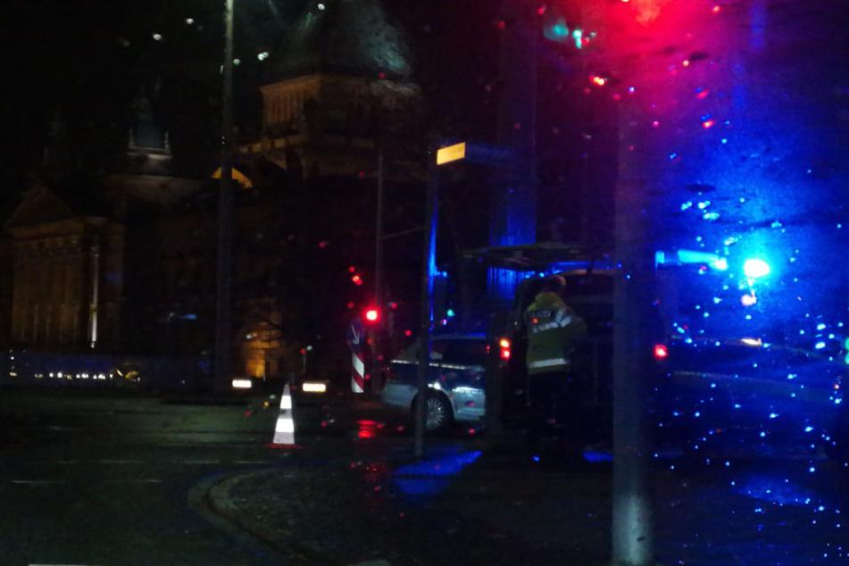 Die Polizei sperrte den Ring in stadtauswärtiger Richtung komplett ab.