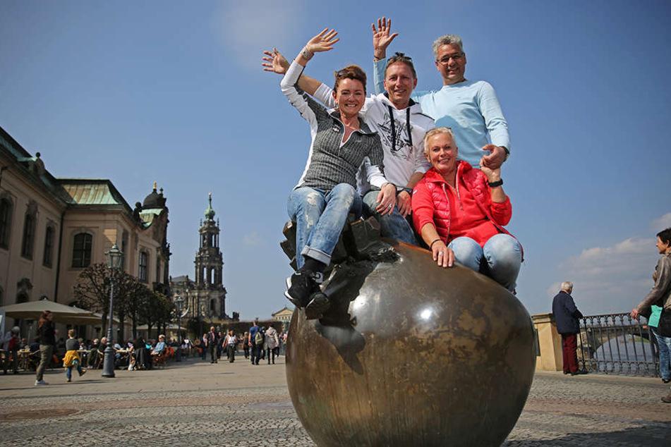 Lustiges Quartett: Petra (51), Ralf (52), Bianca (57) und Johann (52, v.l.)  aus Bremen genossen das Wochenende in Dresden.