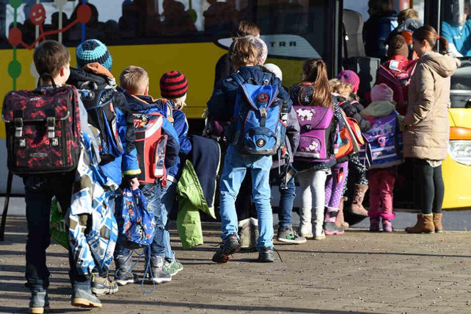 Die Kinder waren auf dem Weg vom Schwimmunterricht zurück zur Schule, als sich der Unfall ereignete. (Symbolbild)
