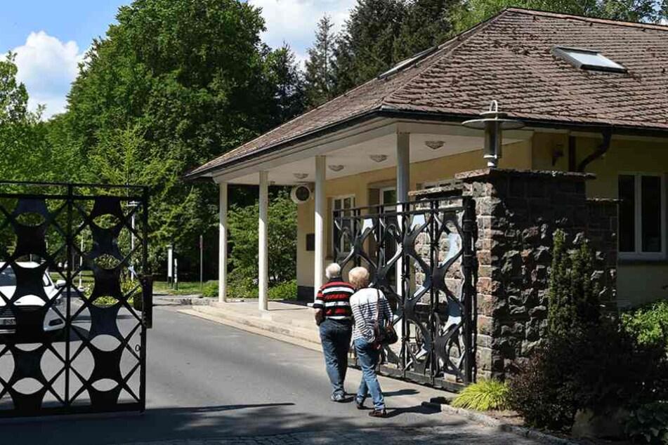 Normalsterbliche durften diesen Eingang bis 1989 nicht passieren.