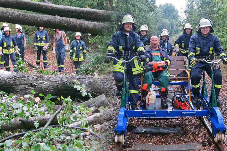 Ungewohntes Bild: Feuerwehr fährt mit Draisine zum Einsatz