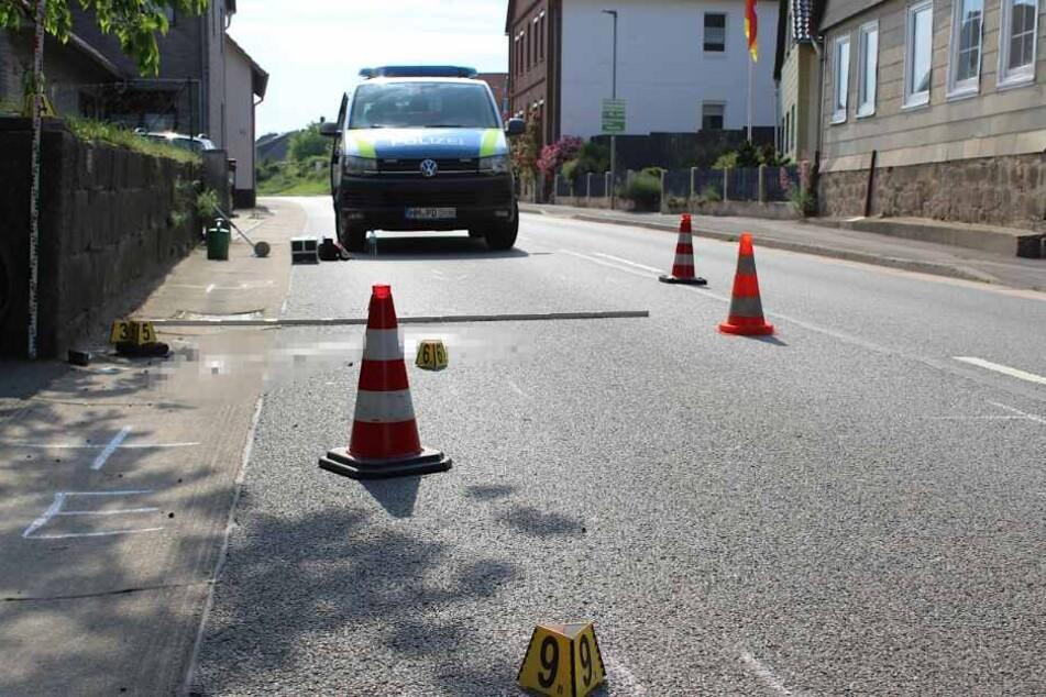 Der Radfahrer wurde bei dem Crash lebensgefährlich verletzt.
