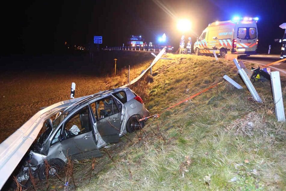 Am Sonntagabend rutschte ein Toyota bei Pulsnitz in die Leitplanke.
