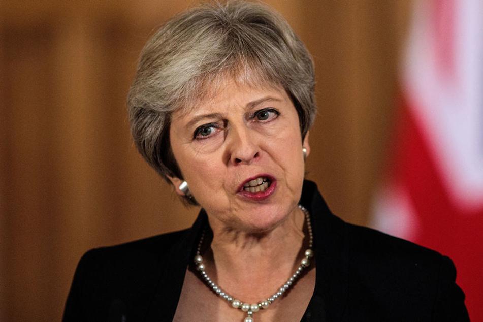 Theresa May, Premierministerin von Großbritannien, spricht in der Downing Street.