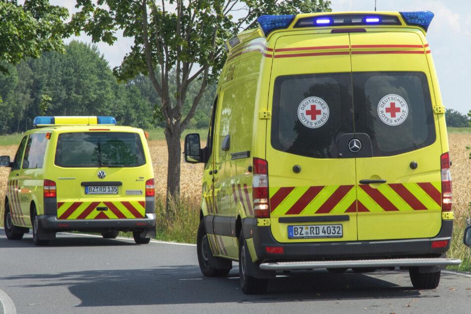 Mehrere Rettungswagen vor Ort.