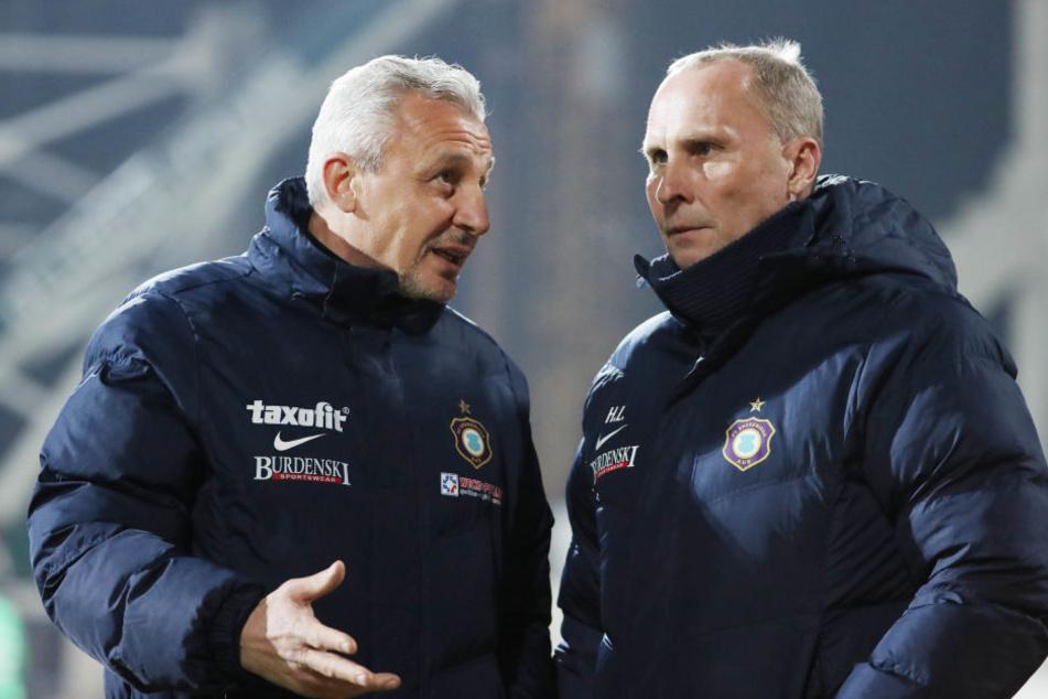 Trainer Pavel Dotchev und Präsident Helge Leonhardt.