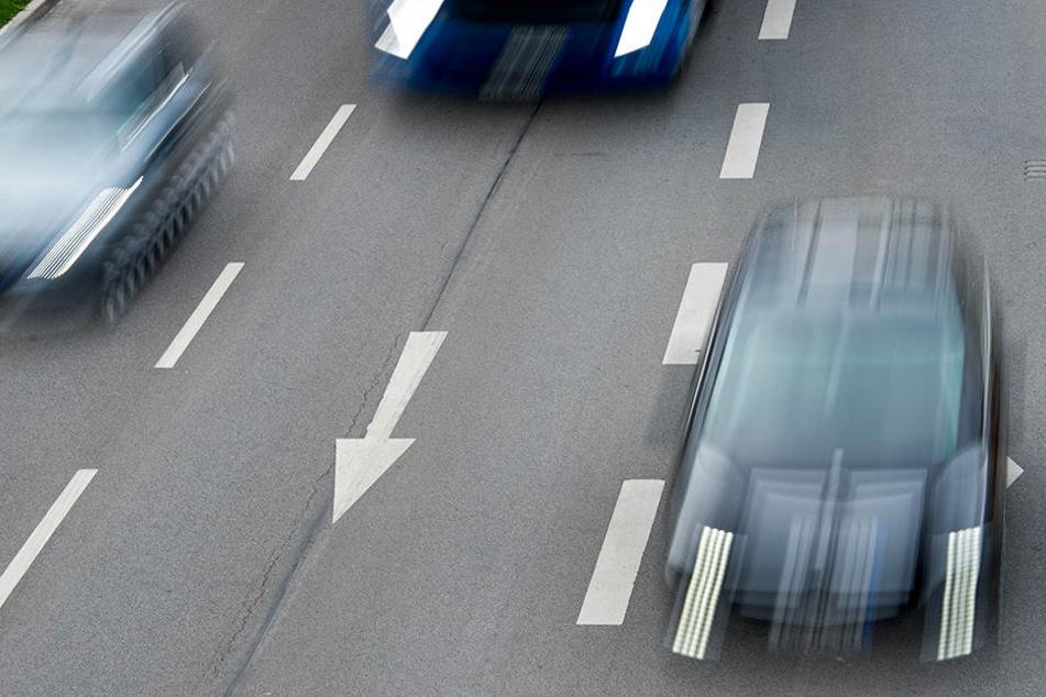 Eine hollywoodreife Verfolgungsjagd lieferten sich ein Bundespolizist mithilfe des Autos einer Passantin und ein Schuhdieb (Symbolfoto).