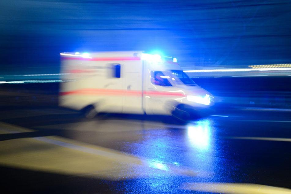 Ein Schwerverletzter musste ins Krankenhaus gebracht werden. (Symbolbild)
