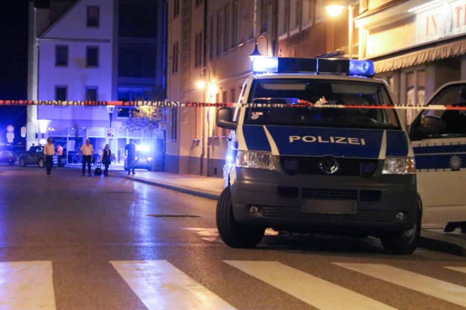 Wildgewordener Schüler-Mob versucht, Polizeiwache zu stürmen