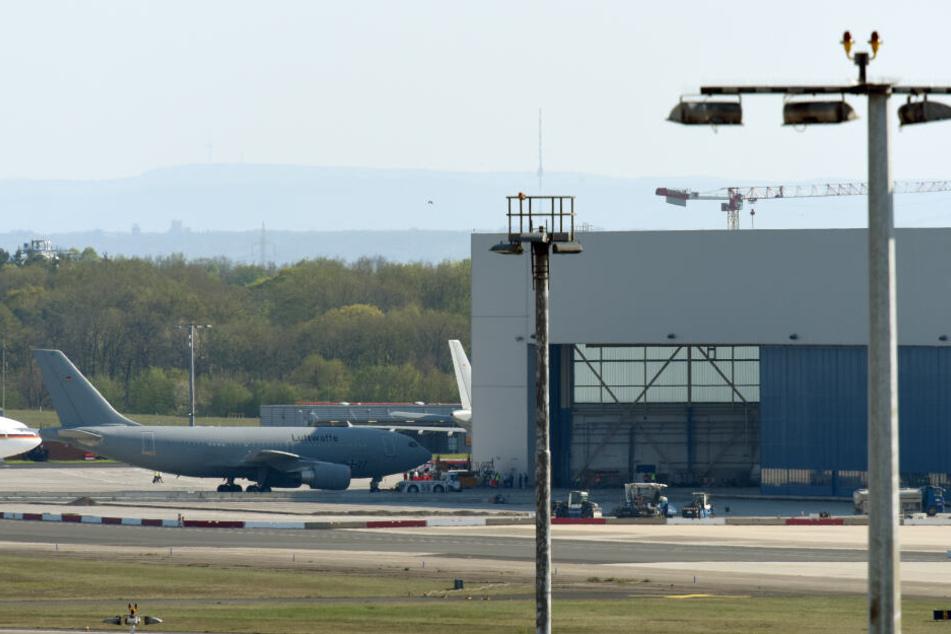 Ein Airbus A310 MedEvac der Luftwaffe mit Verletzten des Busunglücks auf Madeira ist am Samstagnachmittag auf dem Flughafen in Köln/Bonn gelandet.