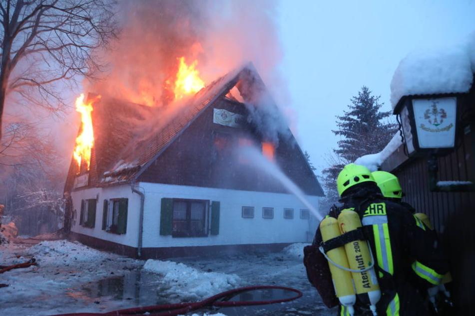 Die Feuerwehr soll zunächst Probleme gehabt haben.