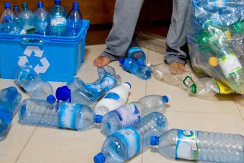 In Deutschland mit Pfand, in Polen ohne: Mit 387 geklauten Pfandflaschen  wollte ein Görlitzer (29) Geschäfte abzocken.