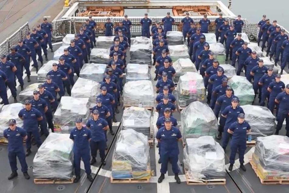 Die US-Küstenwache bewacht mehr als 16 Tonnen Kokain. Die Drogen haben einen Gesamtwert von fast 450 Millionen Euro.
