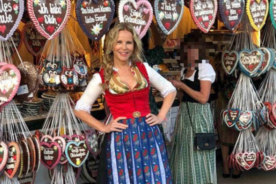 Katja Burkard in bester Laune auf dem Oktoberfest.
