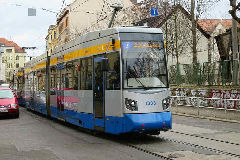 In Gohlis krachte eine Tram in einen Kleintransporter, weil der Transporter-Fahrer das Abbiege-Verbot missachtete. (Symbolbild)