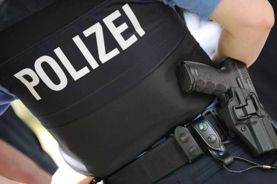 Trotz Schmerzen nahm der Polizist die Verfolgung auf und stellte den 26-Jährigen. (Symbolbild)