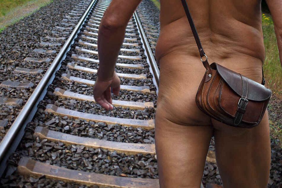 Die Polizei stellte die beiden Nackten an der Bahnstrecke Erfurt-Straußfurt fest. (Symbolbild)